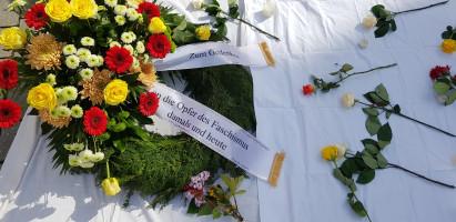 """Kranzniederlegung: """"Zum Gedenken an die Opfer des Faschismus damals und heute"""""""