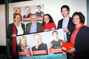 Christa Naaß und Amely Weiß gratulierten im Namen der BezirksSPD