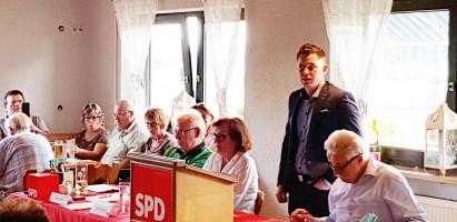 Max Lindner begrüßt die Delegierten
