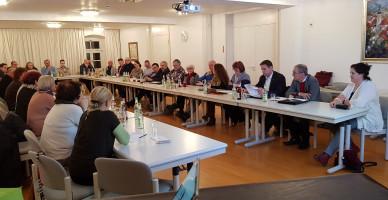 Rechter Tisch, v.l.n.r.: Josef Lerzer, Maximilian Lindner, Dr. Anja Tobermann, Barbara Sterner, Jobst-Bernd Krebs, Robert Pfann, Hans Raithel, Richard Erdmann, Irene Heckel,K.Vogel,C. Waitz,E. Lades-Eckstein,B.Schwarz,F.Fröhlich,J.Niedermann-Kriegel